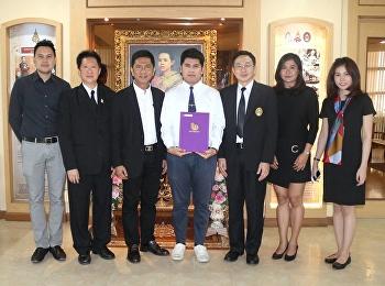 ชินวัฒน์ ครามพินิจ นิสิตชั้นปีที่ 4 สาขาวิชาออกแบบสิ่งพิมพ์และบรรจุภัณฑ์ ได้รับรางวัล การประกวดบรรจุภัณฑ์ระดับภูมิภาคเอเชีย (AsiaStar Awards 2016)